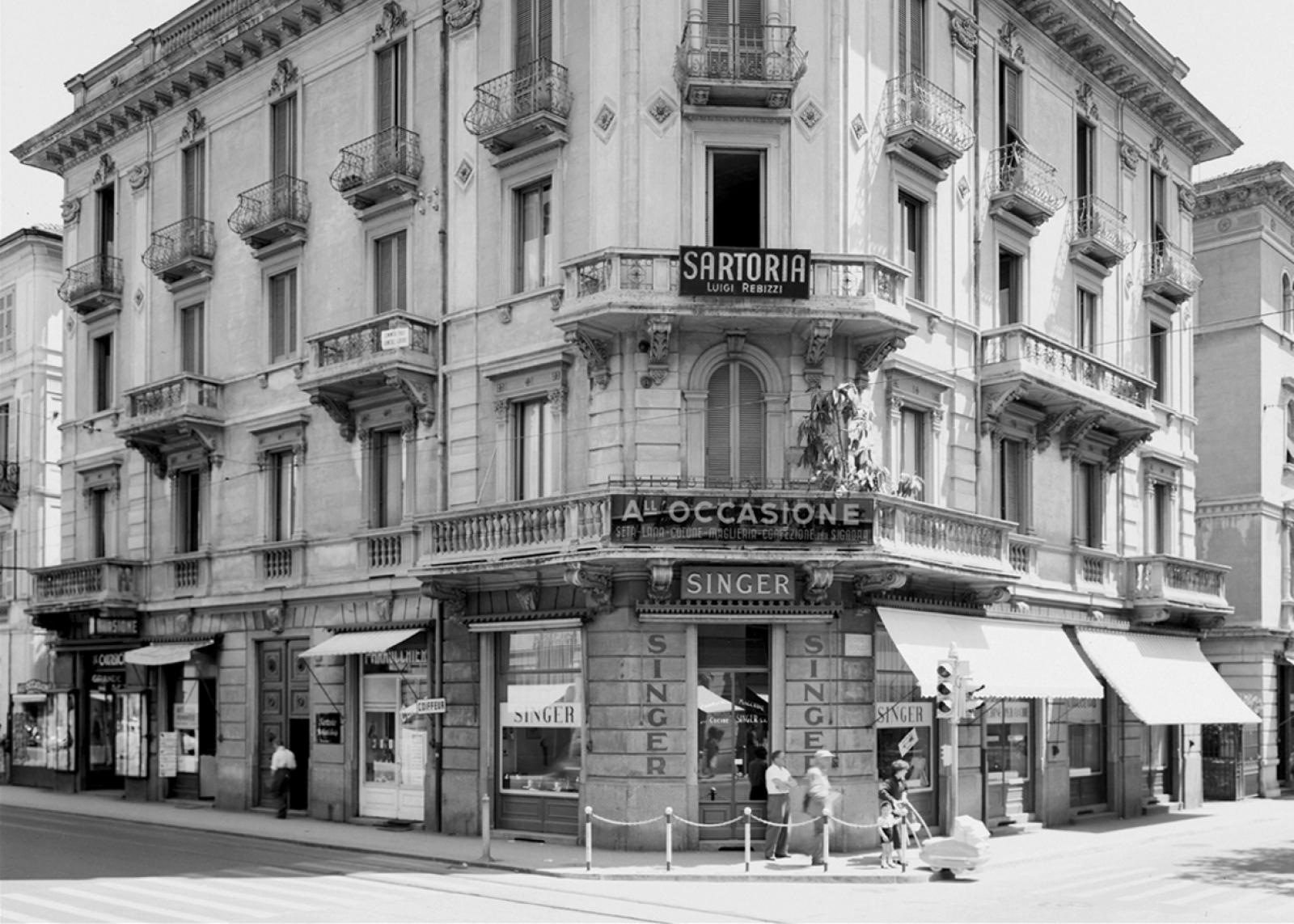 """Ricordi Merceria """"All'occasione"""", di S. Neumann, angolo via Pretorio / corso E. Pestalozzi a Lugano. 1955"""