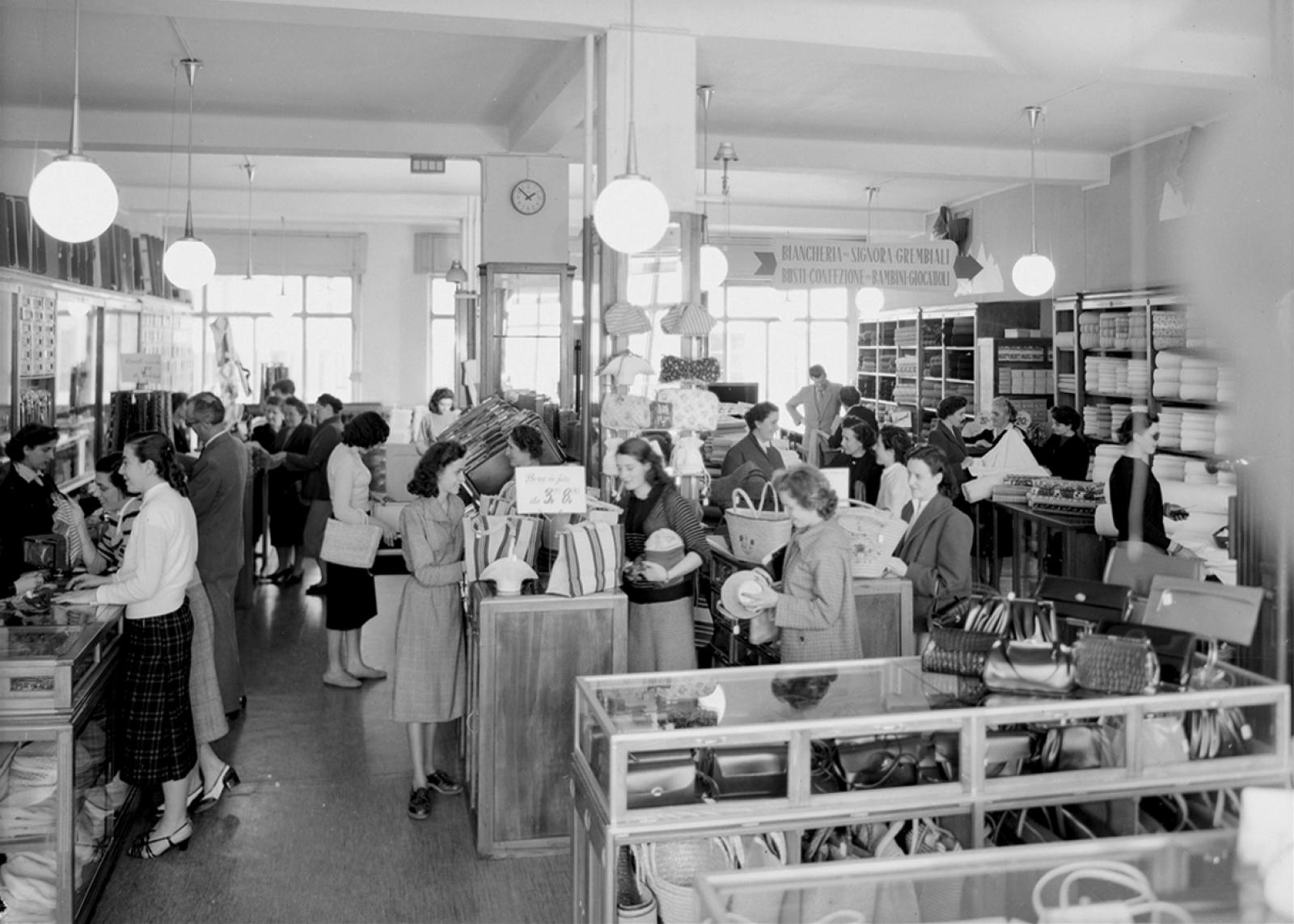 Ricordi Interno del grande magazzino Milliet & Werner a Lugano, maggio 1952