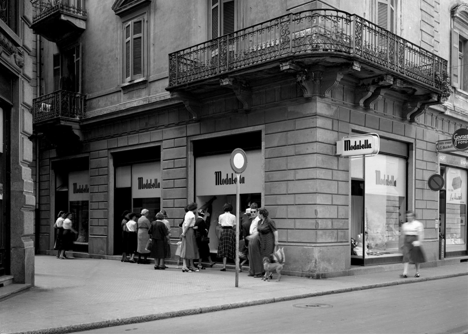 Ricordi Vetrine del negozio Modabella in via Canova a Lugano, giugno 1954